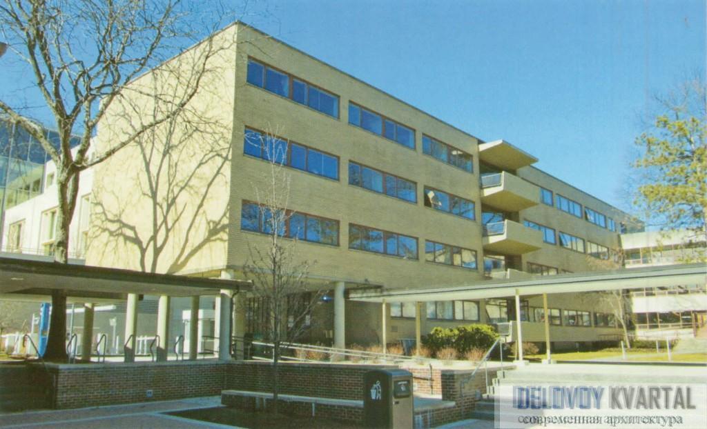 Общий вид аспирантского корпуса с фасадной стороны. Гарвардский университет