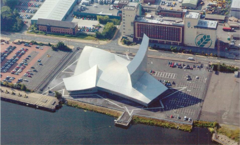 Имперский военный музей в Манчестере. Архитектор Д. Либескинд. 2001 г.