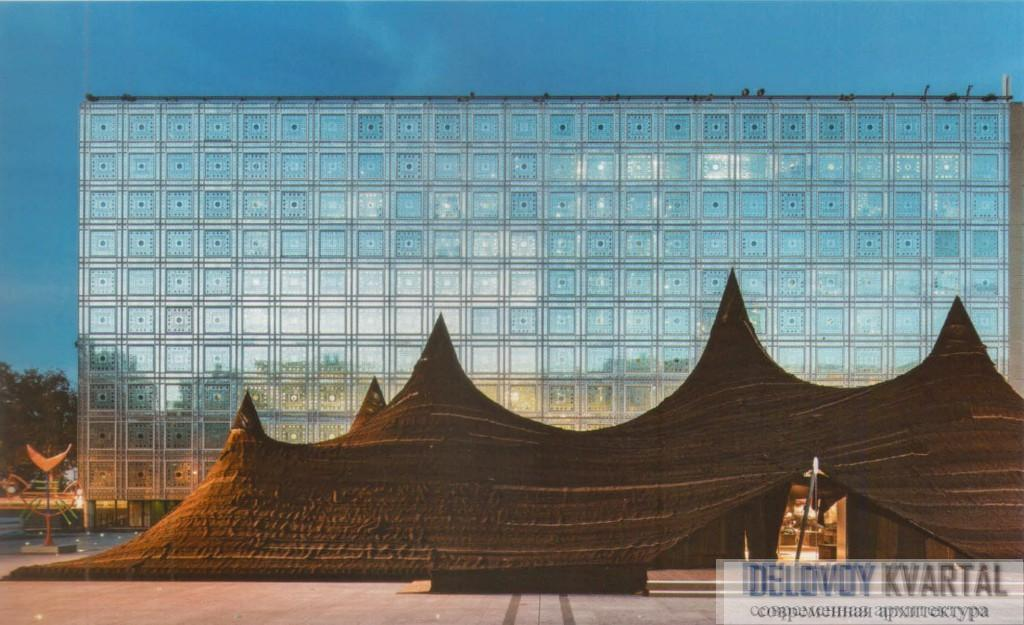 Институт арабского мира в Париже. Временный выставочный павильон.