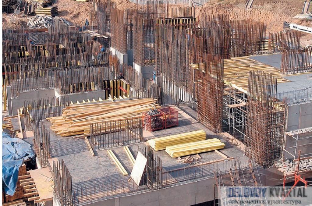 Возведение арматурных каркасов для вертикальных несущих конструкций здания. Железобетон для строительства
