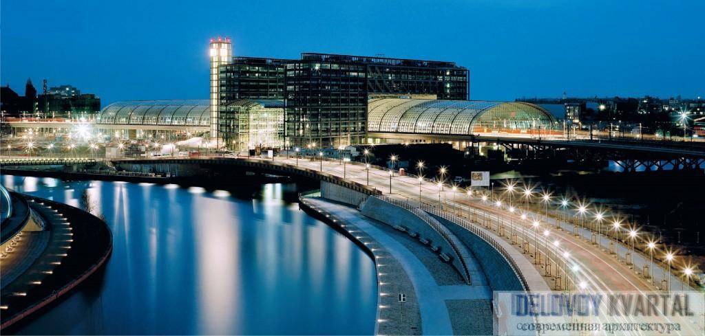 Архитектурный облик нового вокзала подчеркивает его местоположение на перекрестке двух железнодорожных направлений
