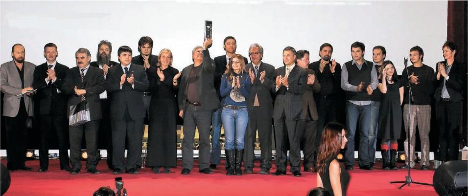 Финальным аккордом церемонии стала общая фотография победителей и судей