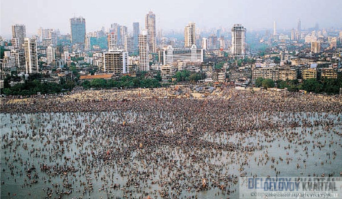 Массовые омовения в водах Аравийского моря. Мумбаи (Бомбей)