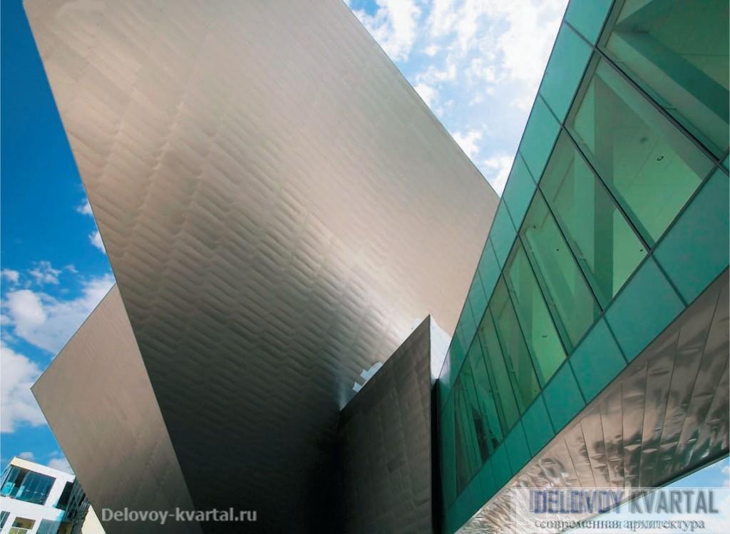 Музей искусств в Денвере. Сложная геометрия здания выглядит эффектно не только внутри, но и снаружи