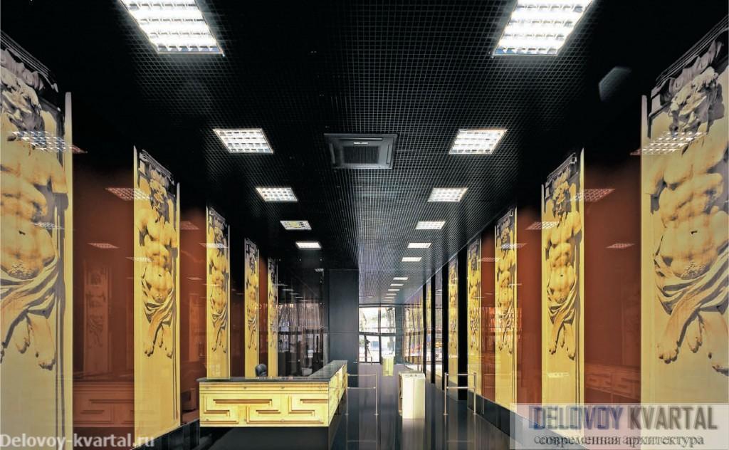 Вестибюль офисного центра. Фасадная тема продолжается в дизайне интерьера общественных зон