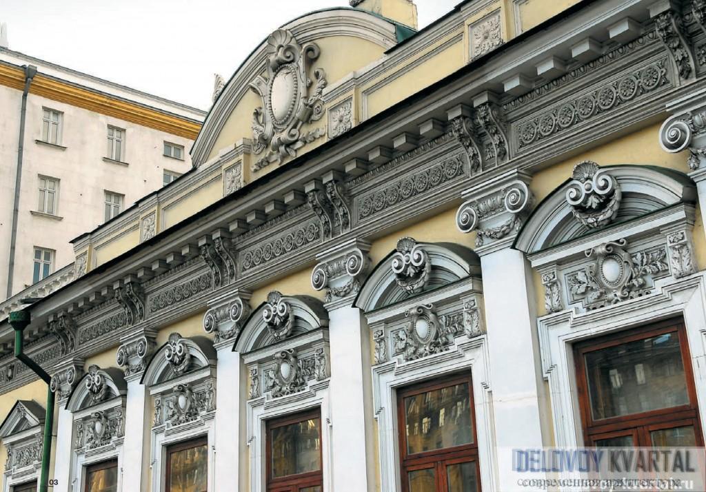 Сегодня подлинные памятники архитектуры в столице все чаще заменяются муляжами