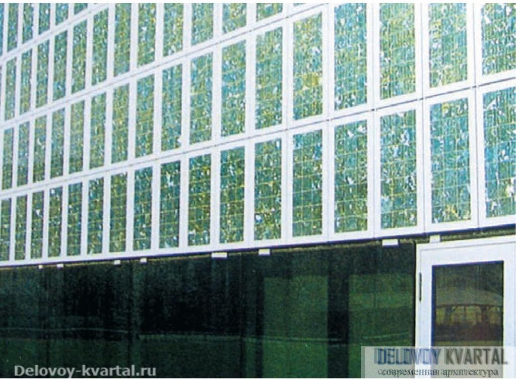 Фрагмент фасада. Николь Шарф и Элен Вильбретт