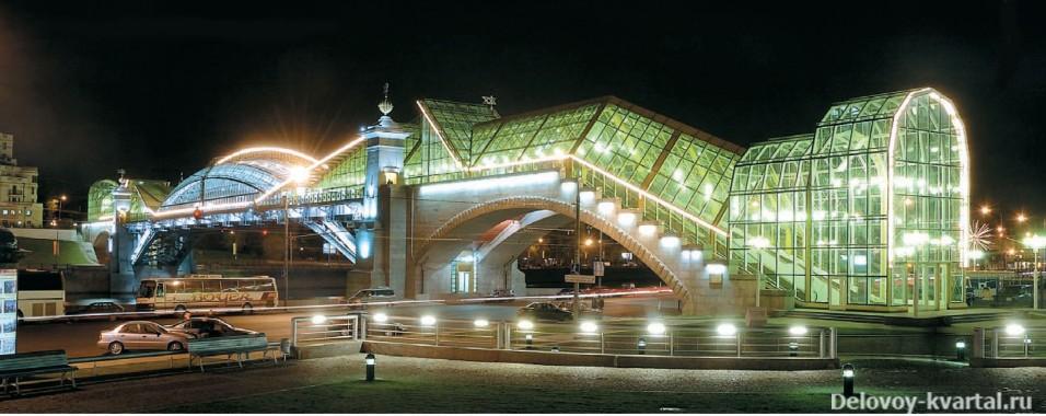 Пешеходный мост Богдана Хмельницкого ночью