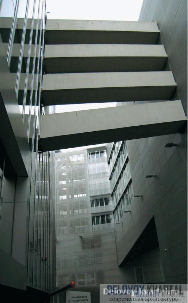 Посольство Нидерландов в Берлине. Переходы, соединяющие апартаменты с основным зданием. Архитектурное бюро Ома