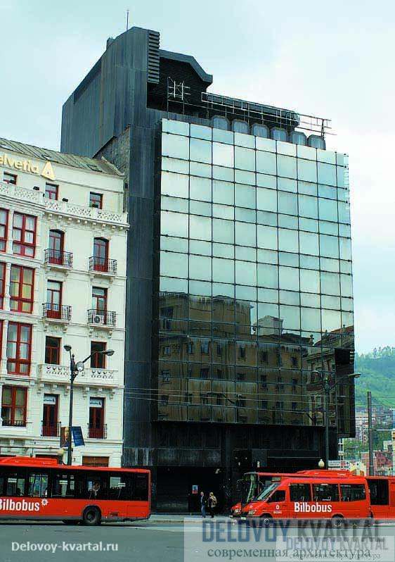 Старые и новые постройки мирно уживаются друг с другом