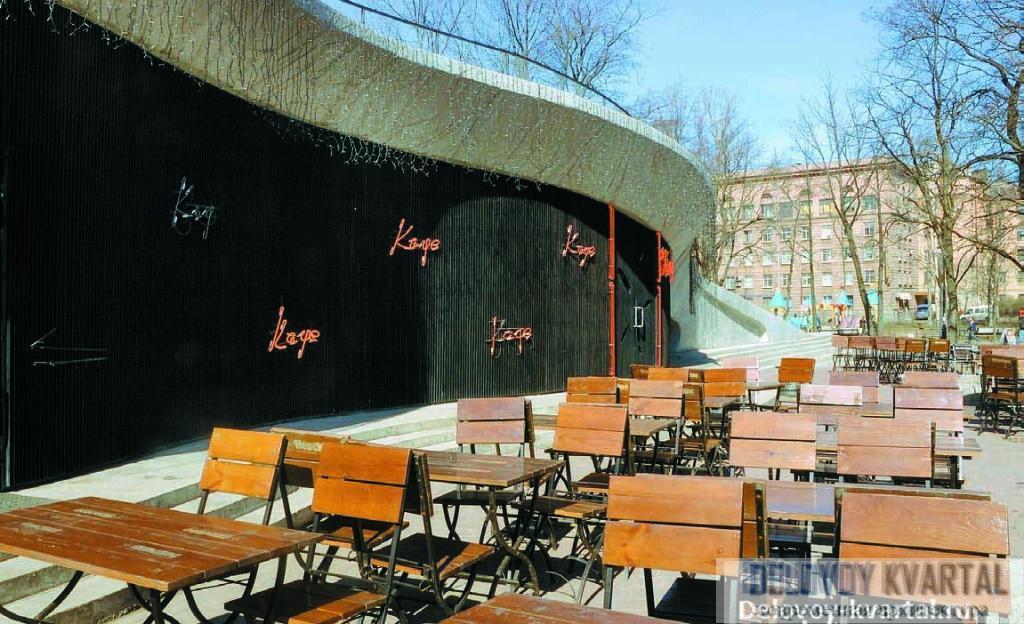кафе паркинг спб, Фрагмент северной стороны эксплуатируемой кровли