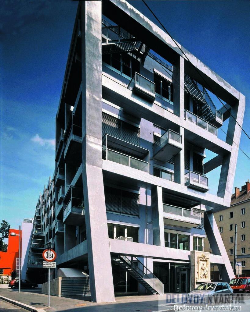 При первом взгляде на этот торец здания кажется, что внутри нет даже двух одинаковых квартир