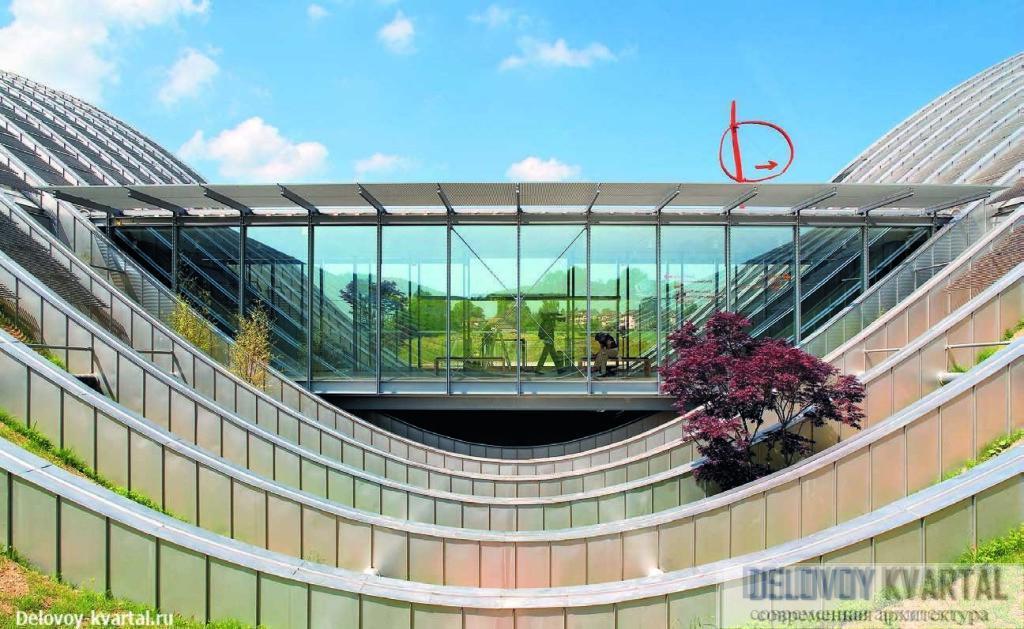 Фрагмент «музейной улицы» – 150-метровой стеклянной галереи, связывающей все три «холма»
