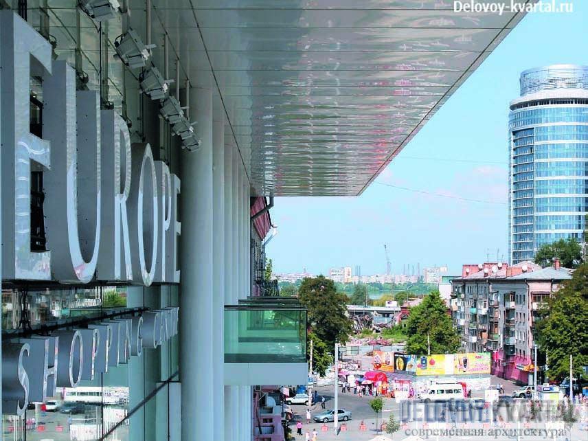 Вид на центральную площадь с одного из балконов 4-го этажа