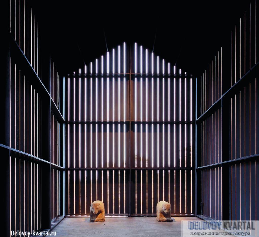 Световые щели подчеркивают некоторую призрачность музея «Ветер»