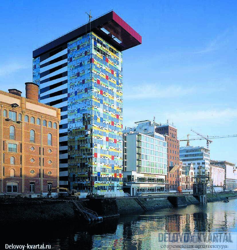 Здание бизнес-центра Dusseldorf Colorium (Дюссельдорф, 1999) критики в шутку прозвали «тетрис». Оно стало украшением достаточно однообразной гавани Дюссельдорфа и важным городским ориентиром