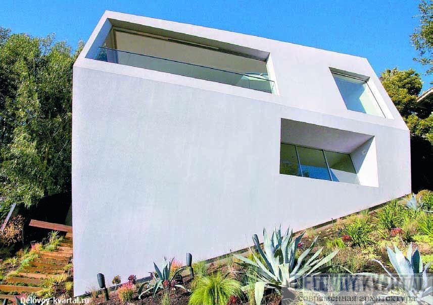 Оригинальная форма дома была найдена после того, как архитекторы смоделировали поверхность холма и над ним на максимально возможную высоту застройки подняли модульную сетку