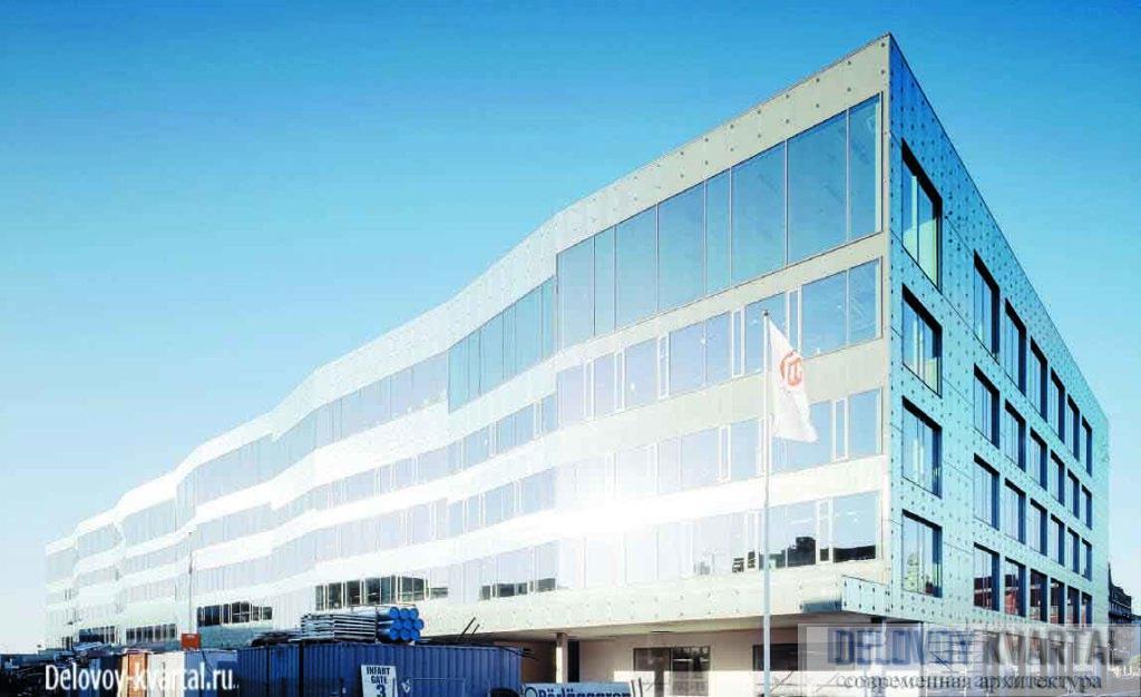 Новое университетское здание по своей форме напоминает корабль, что как нельзя лучше соответствует «портовому» прошлому участка застройки