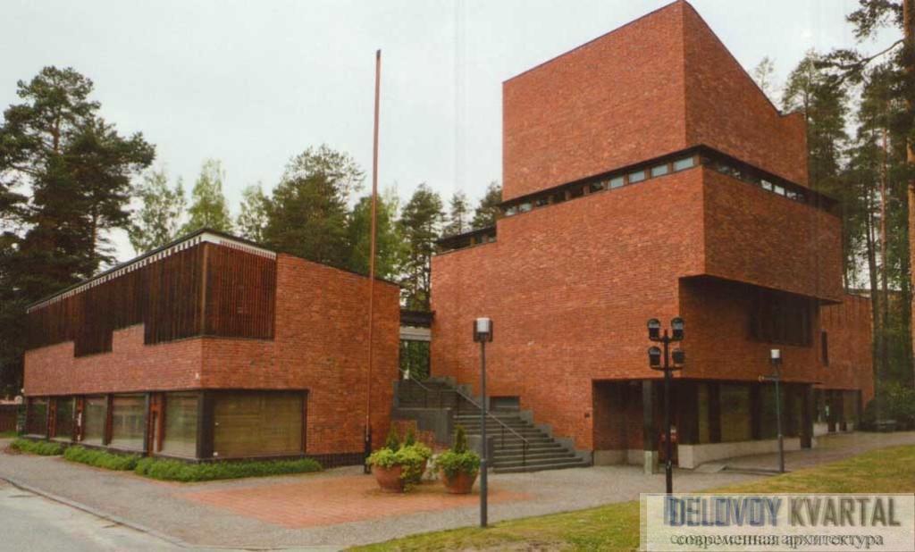 Общественный центр в поселке Сяюнятсало. Финляндия. Общий вид. Парадная лестница рядом с залом заседаний