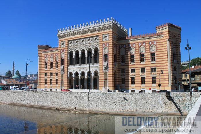 Фасад национальной библиотеки в Сараево