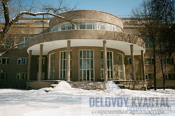Дверец культуры ЗИЛа. Выполнен архитекторами братьями Весниными в стиле конструктивизма.