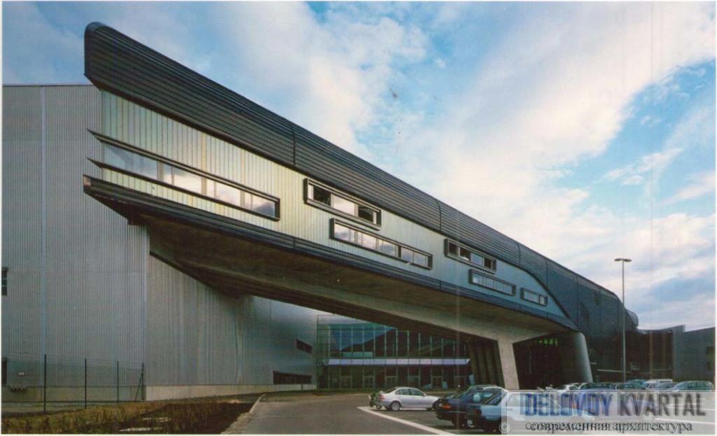 Главное здание завода BMW. Лейпциг, Германия