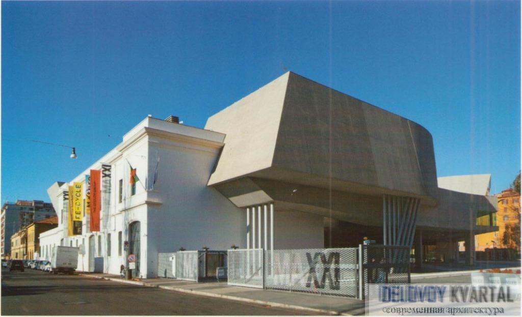 Вход в музей на сохраненном фасаде казармы Монтелло
