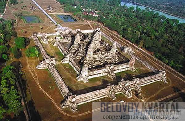 Вид с воздуха на храм и окрестности.