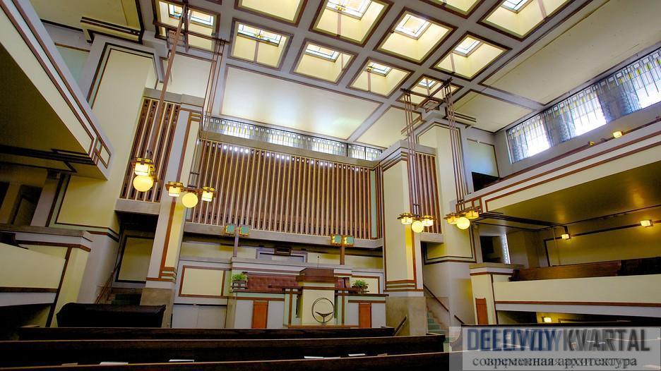 Отделка залов храма Единства резко контрастирует с его строгим внешним видом.