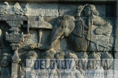 каменные рельефы рассказывают истории из жизни Будды