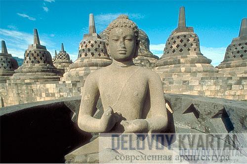 Одно из скульптурных изображений Будды