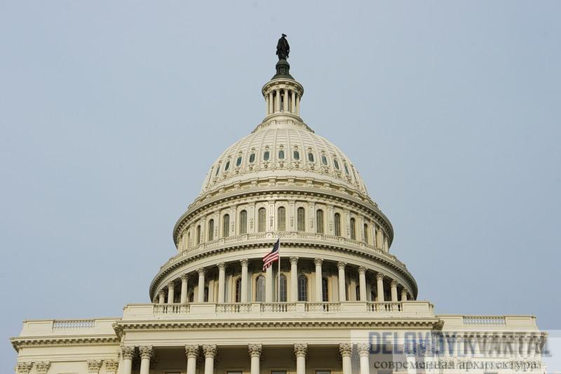 Капитолий в округе Вашингтон напоминает о Версале, но это дворец, совершенно иной, новой власти.