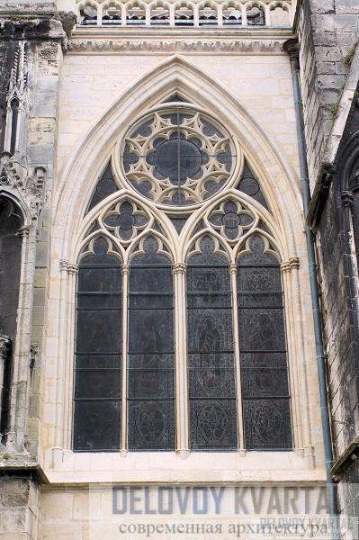 Готическое окно