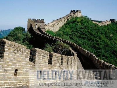 Великая Китайская стена воплощает идею крепости, доводя ее до абсурда, и защищает целую арену.