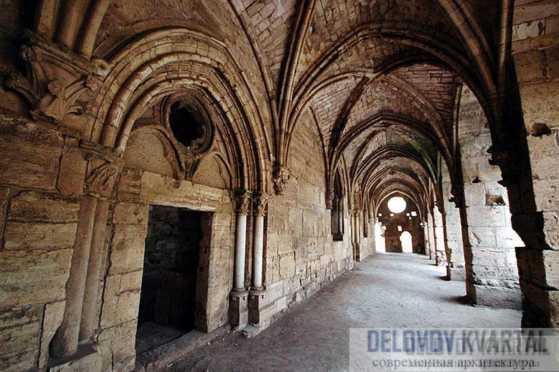 Крак де Шевалье - прекрасный пример средневековой военной архитектуры.