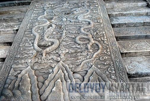 Деталь каменной резьбы на заставе Цзяюйгуань, фундамент башни, построенной в 1345 году.