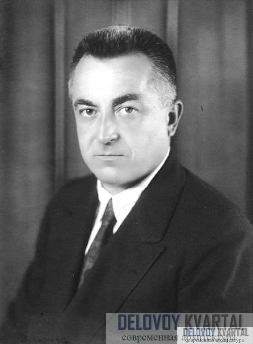 Раймонд Худ, один из архитекторов башни.