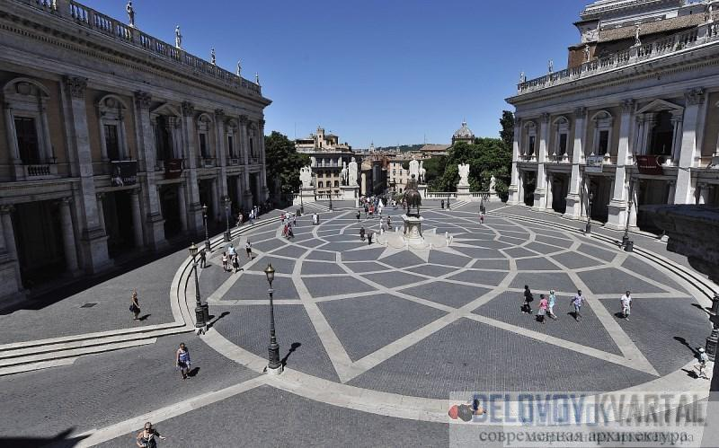 Пьяцца дель Кампидольо (Рим, Италия). Микеланджело создал на площади овальный узор из камня  площадь