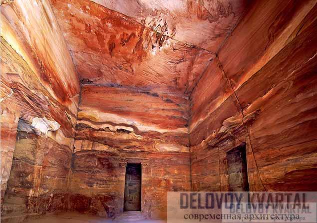 Сокровищница Петры (Иордания). Залы вырублены в камне, в скале