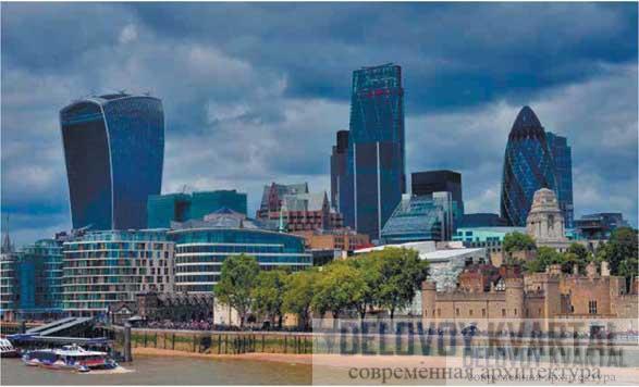 Общий вид Сити с небоскребами с набережной Темзы. Башня слева — офисный небоскреб «Walkie Talkie» («Шалтай-Болтай») по проекту Притцкеровского лауреата Рафаэля Виньоли