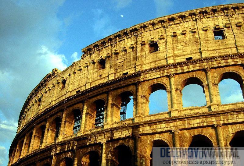 Фасад Колизея состоит из круглых арок с полуколоннами