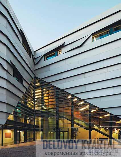 Остекленный угол здания консерватории
