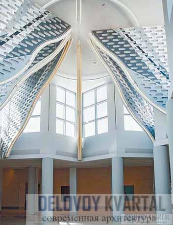 Зеркальные «ребра» шатра в пристройке по проекту Вентури