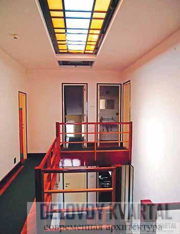 Фрагмент сквозной центральной лестницы