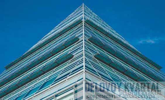 Фрагмент остекления фасада здания