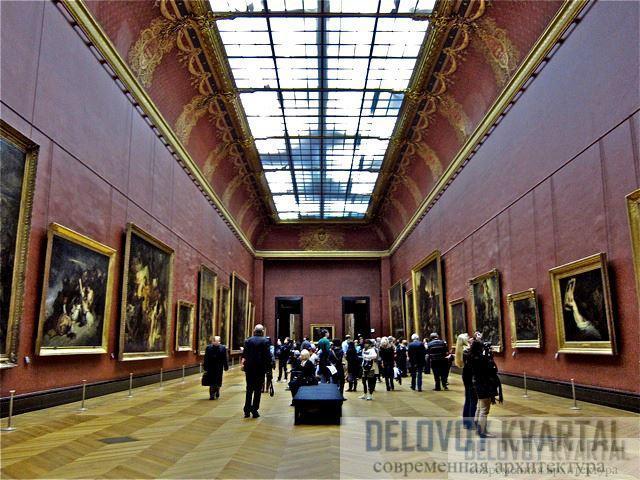 В Лувре хранятся сотни тысяч произведений искусства, вся история человечества - в том числе «Мона Лиза» и Ника Самофракийская.