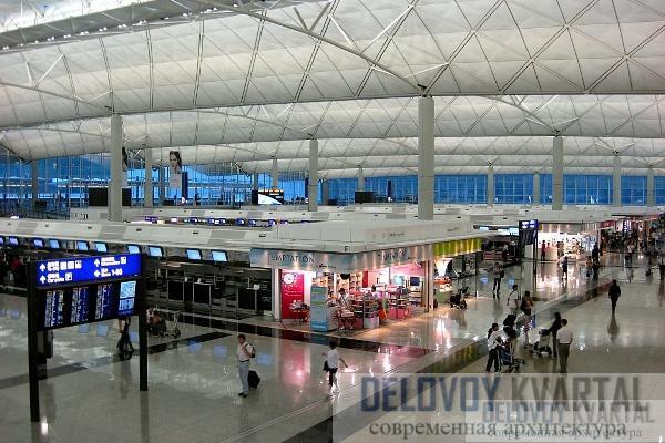 Для того чтобы мыть потолки пассажирского терминала, нужны смелость и сноровка