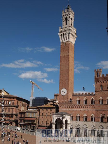 Средневековая башня над Палаццо-Публико в итальянском городе Сьена.