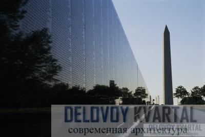 Военные мемориалы, такие как мемориал ветеранов Вьетнама, напоминают нам о тех, кто погиб в боях, и заставляют думать о жестокости и несправедливости всех войн.