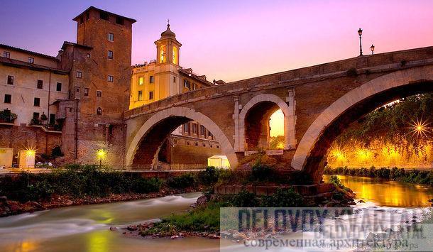 Самый древний из сохранившихся римских мостов, мост Фабриция, соединяет берега реки Тибр, он постоянно используется вот уже более 2000 лет.